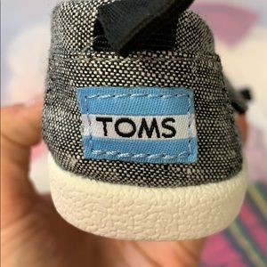 Never worn baby TOMS size 4